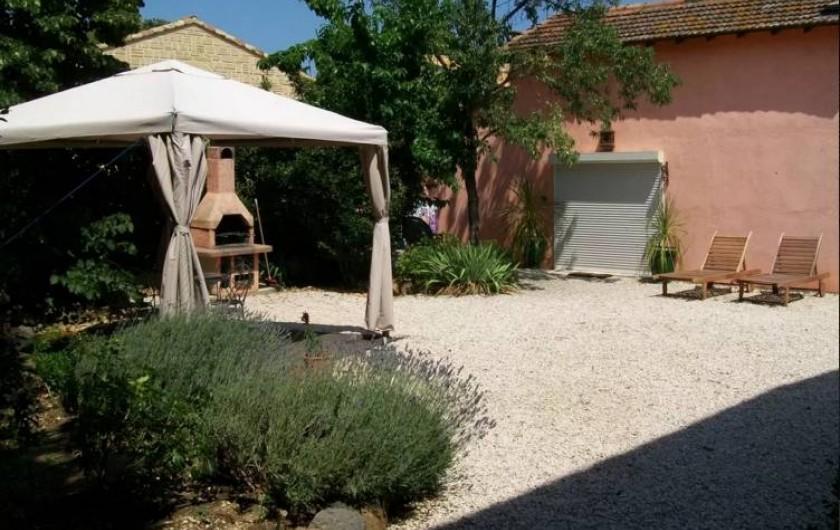 Location de vacances - Maison - Villa à Agde - vue du jardin et de la facade