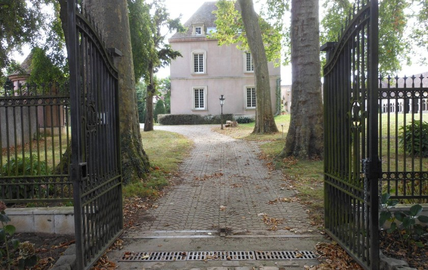 Location de vacances - Chambre d'hôtes à Bailleau-Armenonville - Arrivée au Manoir par le Parc