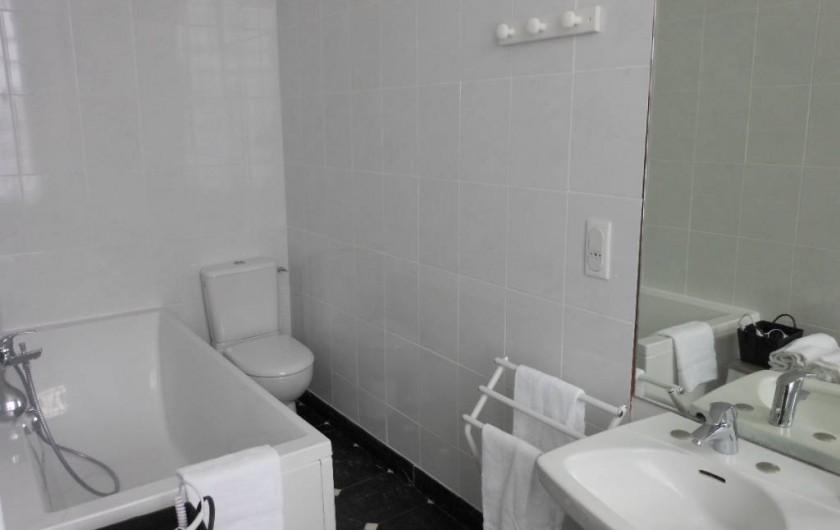 Location de vacances - Chambre d'hôtes à Bailleau-Armenonville - Salle de bain Sissi