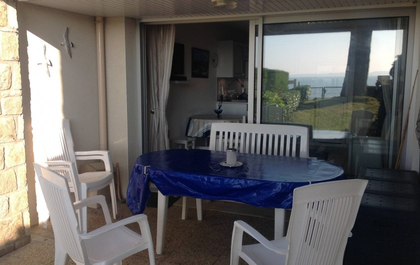 Location de vacances - Appartement à Damgan - Vue sur loggia et appartement