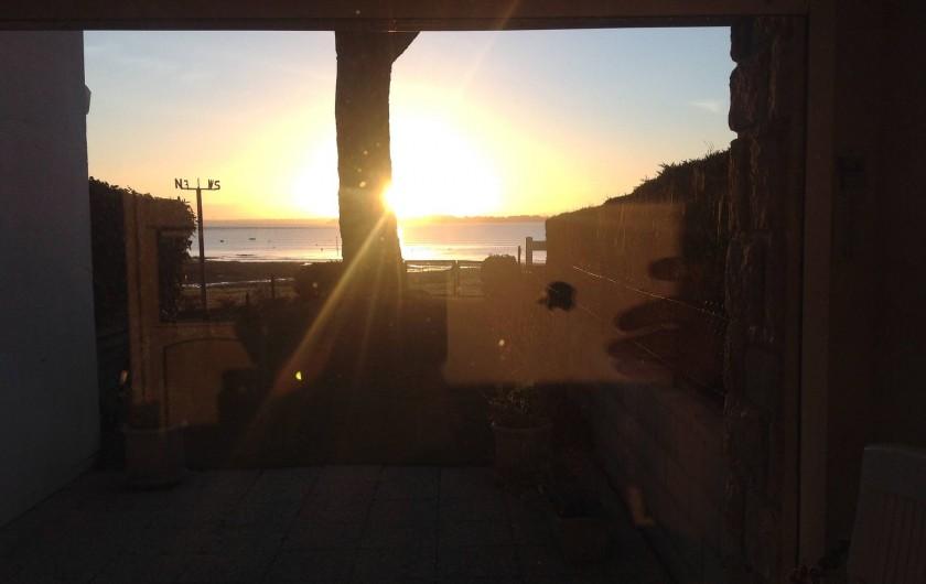 Location de vacances - Appartement à Damgan - Vue sur un lever de soleil depuis l'appartement