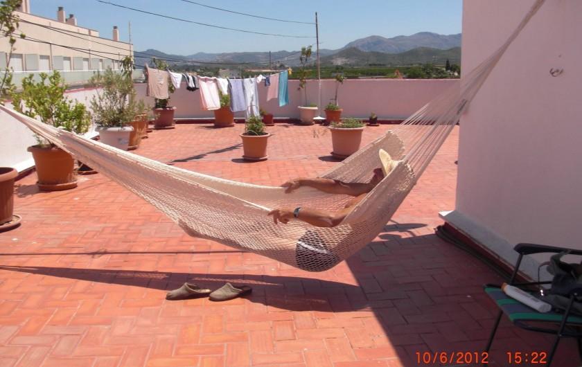 Location de vacances - Appartement à Valence - Terrasse au troisième étage.  Vue de la montagne ver le sud d'Oliva.