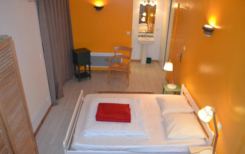 Location de vacances - Gîte à La Baconnière - Chambre rez-de-chaussée avec salle de douche attenante