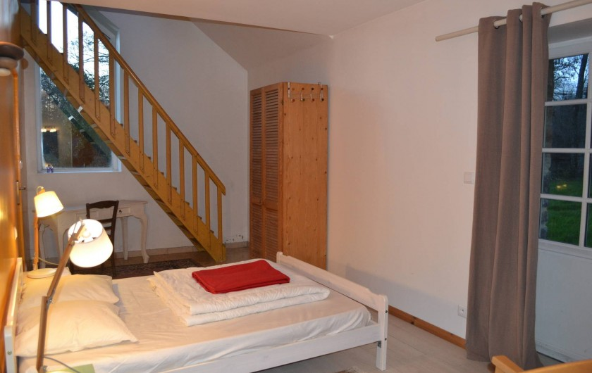 Location de vacances - Gîte à La Baconnière - Chambre rez-de-chaussée avec salle de douche attenante et mezzanine