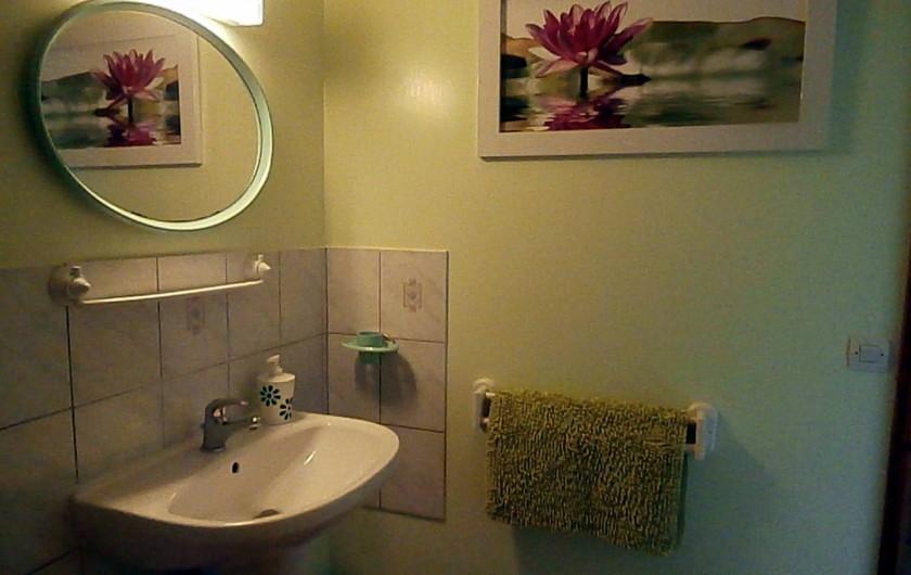 Location de vacances - Chambre d'hôtes à La Chapelle-prés-Sées - salle d'eau privative et wc
