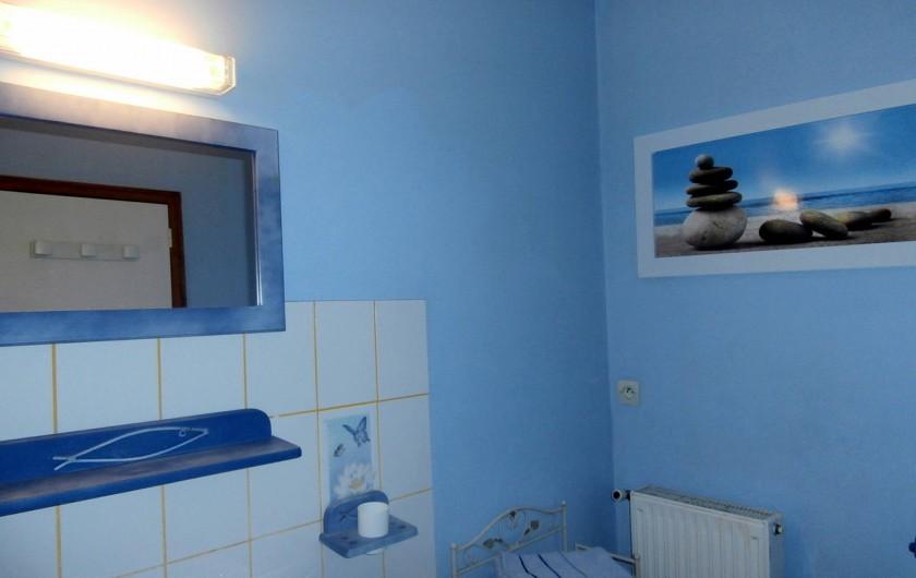 Location de vacances - Chambre d'hôtes à La Chapelle-prés-Sées - salle de bain privative et wc