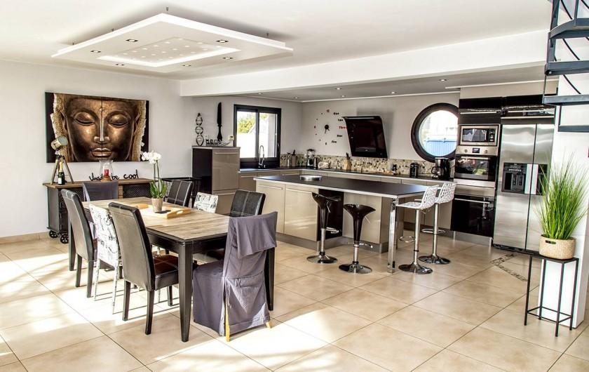 Location de vacances - Villa à Santec - salle à manger et cuisine