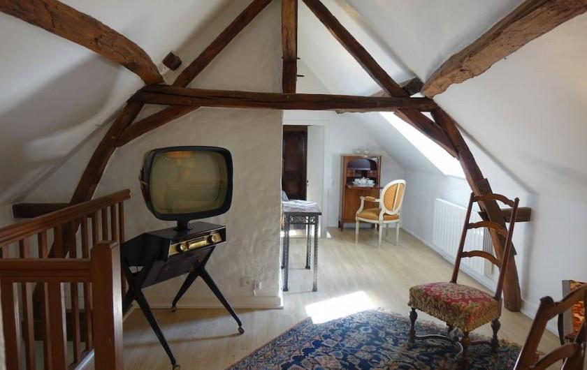 Location de vacances - Maison - Villa à Fondettes - palier étage circulation vers chambres et salle de bains