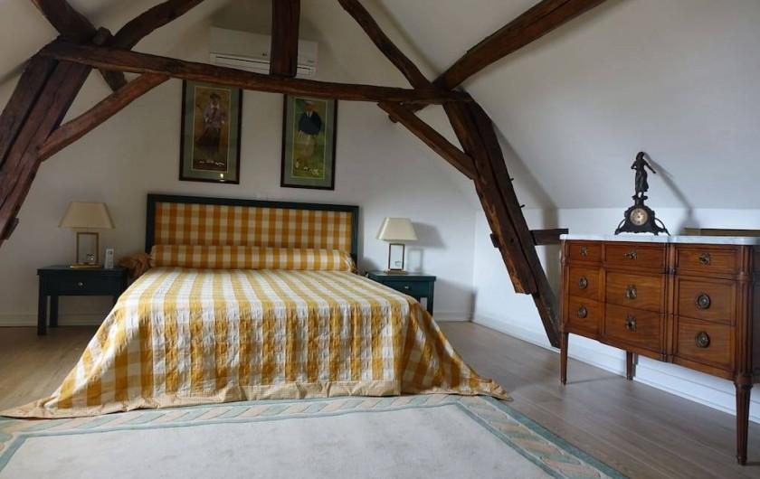 Location de vacances - Maison - Villa à Fondettes - chambre 2 literie 160x200 commode