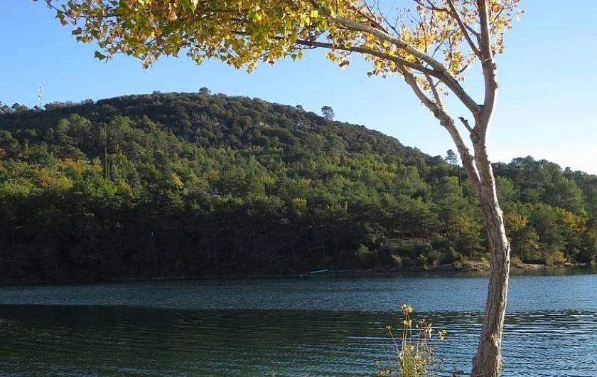 Location de vacances - Mas à Esparron-de-Verdon - Le lac en toute tranquilité