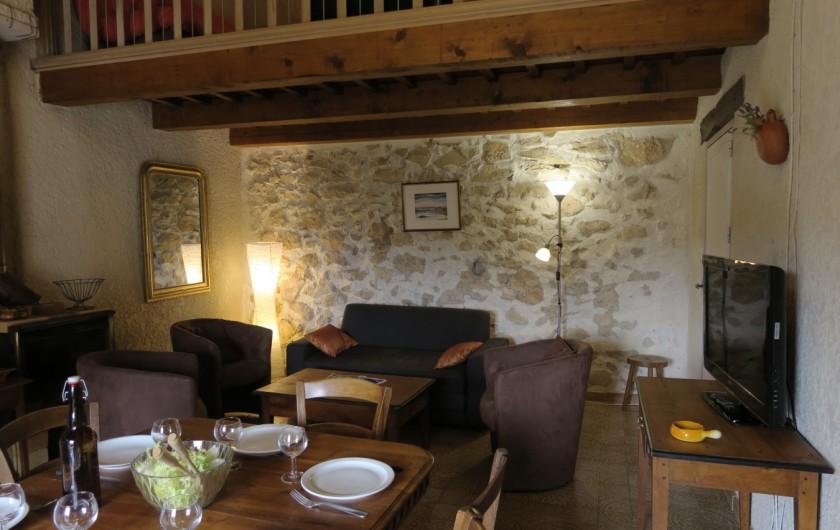 Location de vacances - Mas à Esparron-de-Verdon - Mezzanine côté Terrasse couverte et jardin