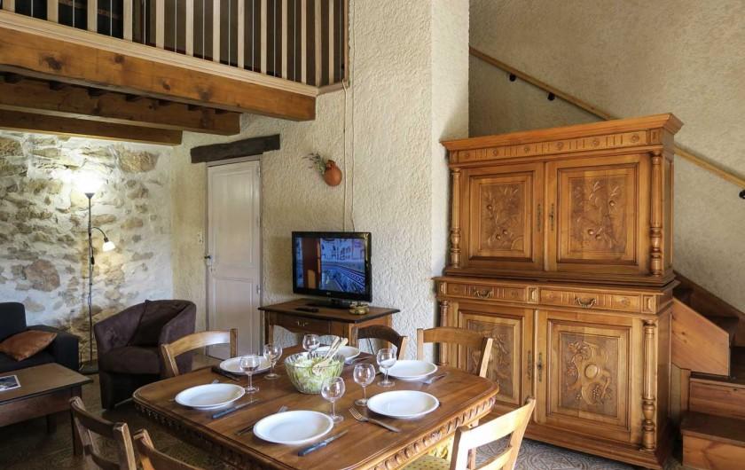 Location de vacances - Mas à Esparron-de-Verdon - Jardin haut, vue sur le vieux village et son château