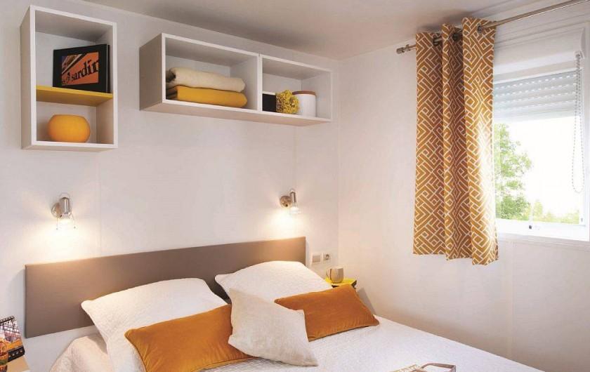 Location de vacances - Bungalow - Mobilhome à Saint-Aygulf - la chambre à coucher adulte