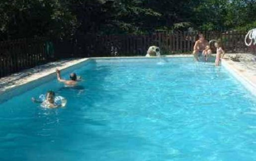 Location de vacances - Gîte à Jaujac - piscine : 10.00 x 5.00 profondeur : mini 1.50 maxi 2.50