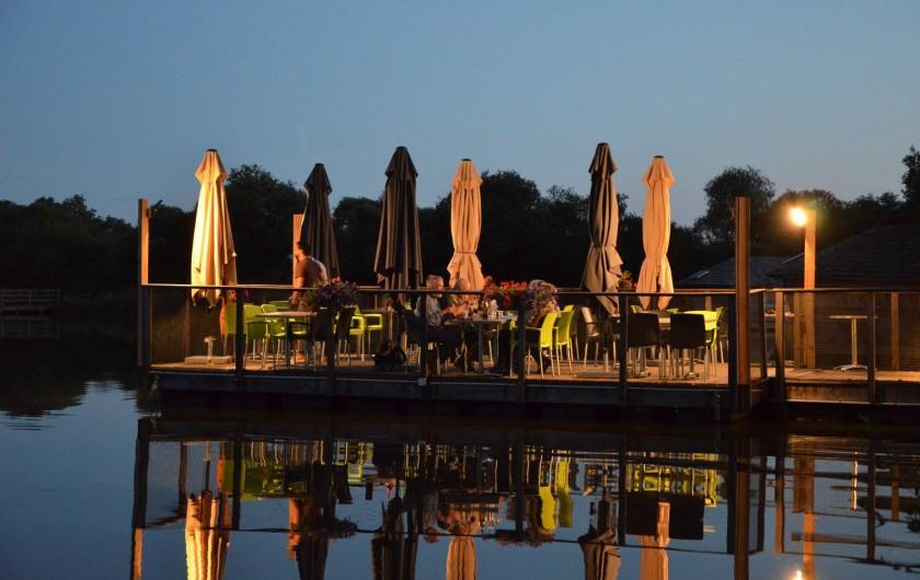 Location de vacances - Insolite à Pressac - La terrasse du restaurant La Marina