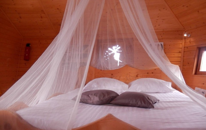 Location de vacances - Insolite à Pressac - Intérieur d'une cabane familiale