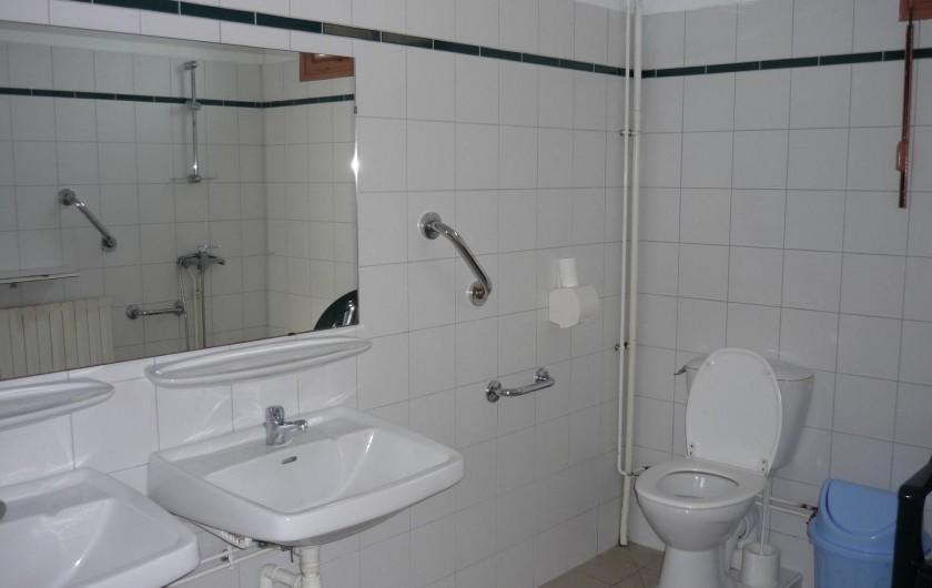 Location de vacances - Gîte à Estaing - Salle de douche avec WC