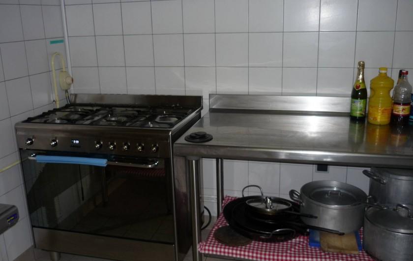 Location de vacances - Gîte à Estaing - Cuisine équipée avec piano