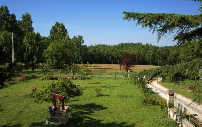 Location de vacances - Chambre d'hôtes à Laruscade - Vue depuis les chambres, sur le jardin