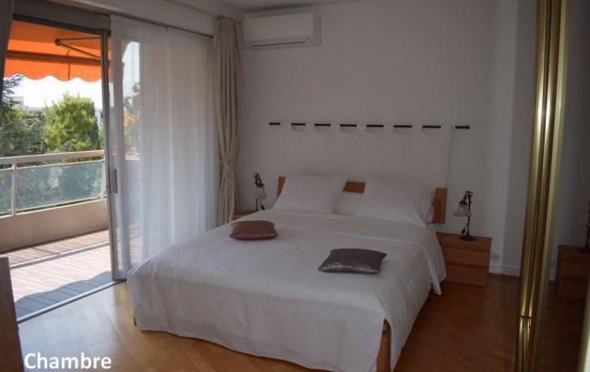 Location de vacances - Appartement à Nice - La chambre côté parc