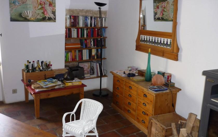 Location de vacances - Maison - Villa à La Rouvière - Une partie du sejour qui est au 1er etage.