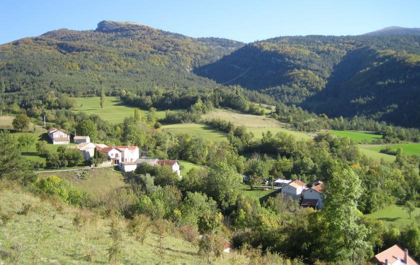 Location de vacances - Gîte à Valdrôme - Le hameau du Cheylard