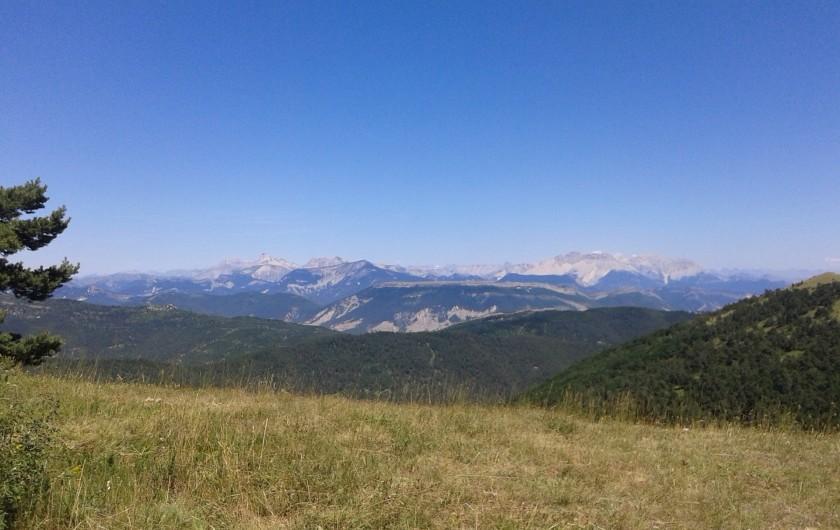 Location de vacances - Gîte à Valdrôme - En balade sur la montagne de l'Aup