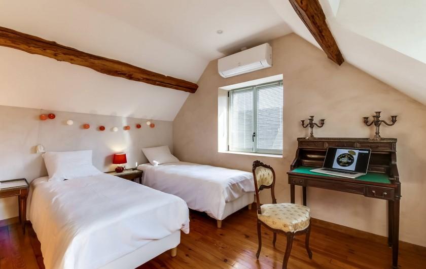 Location de vacances - Gîte à Saint-Benoît-sur-Loire - La chambre de l'étage sur jardin le lit est divisible en 2X80 cm