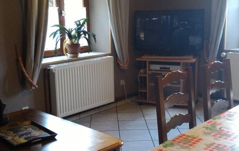 Location de vacances - Gîte à Orbey - Le salon/salle à manger.