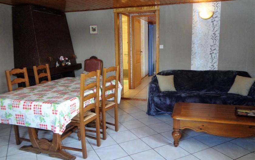 Location de vacances - Gîte à Orbey - Le salon avec le convertible qui dispose d'un vrai  matelas .