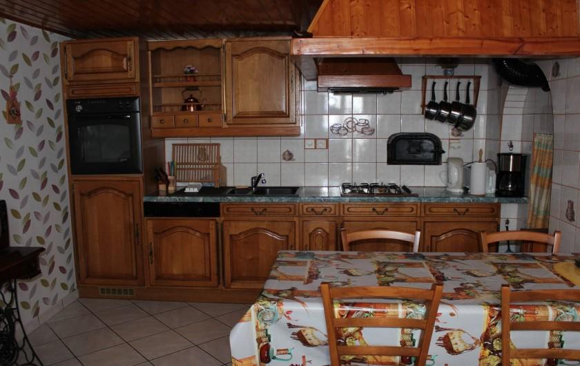 Location de vacances - Gîte à Orbey - La cuisine tout équipée.
