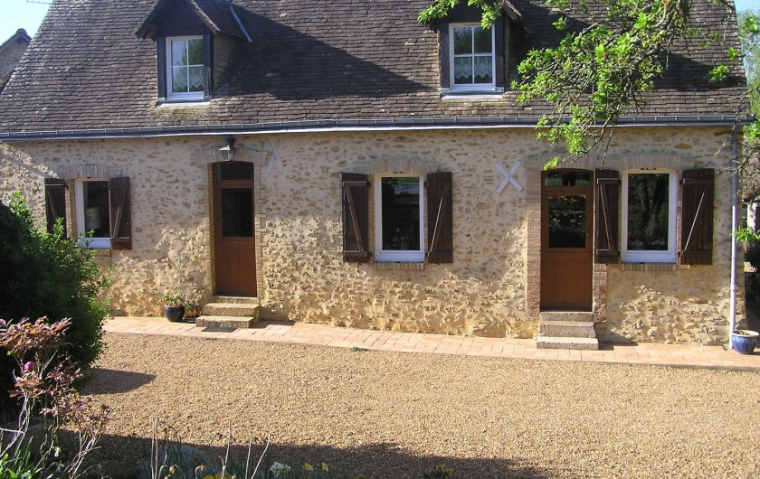 Location de vacances - Chambre d'hôtes à Lombron - façade de la maison