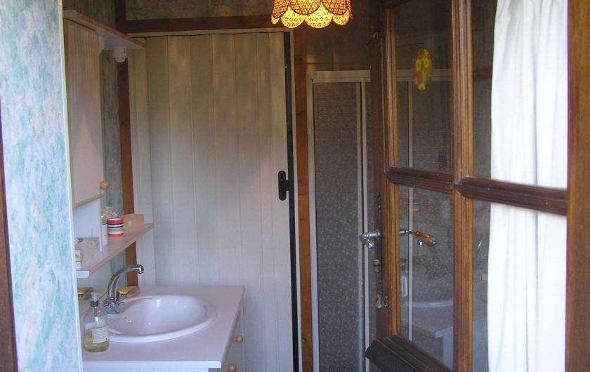 Location de vacances - Chambre d'hôtes à Lombron - salle de bain chambre 2 et 3 à partager