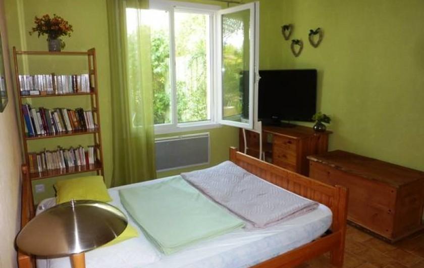 Location de vacances - Gîte à Boisset-et-Gaujac - Chambre avec télé grand écran et connexion internet