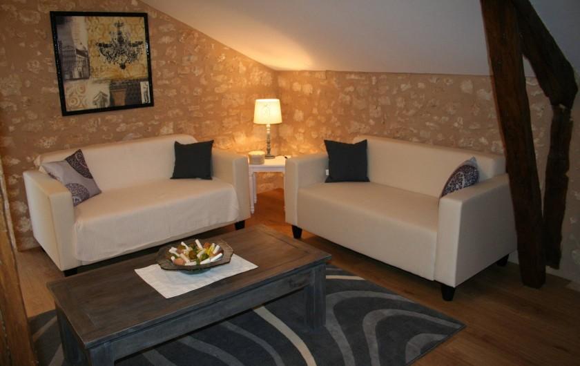 Location de vacances - Gîte à Saint-Vincent-sur-l'Isle - Le salon de télévisons et de lecture
