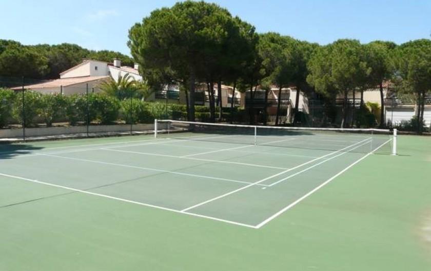 Location de vacances - Studio à Le Cap d'Agde - Le terrain de tennis (gratuit)
