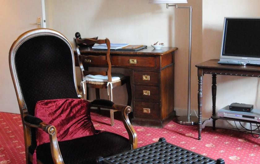 Location de vacances - Hôtel - Auberge à La Roche-Bernard - Le coin salon d'une chambre Junior