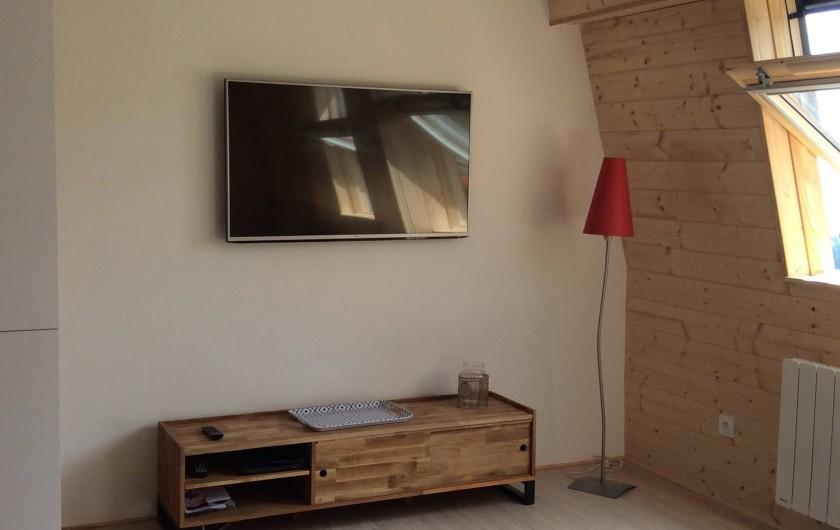 Location de vacances - Appartement à Super Lioran - coin TV 126 cm