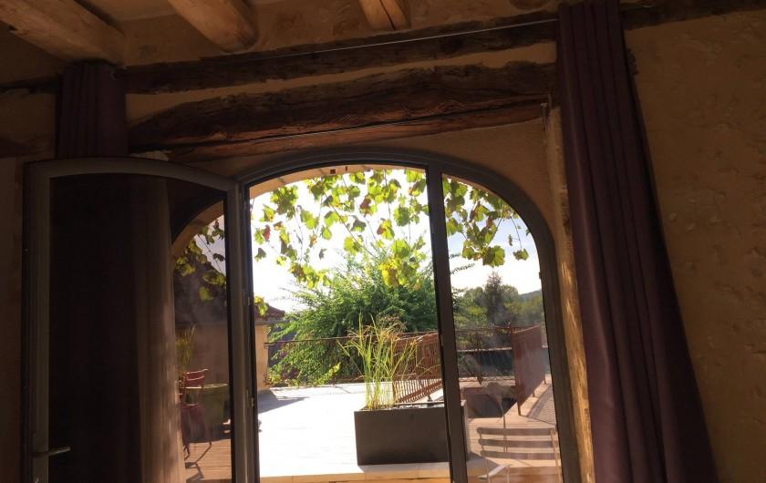 Location de vacances - Chambre d'hôtes à Carsac-Aillac - La terrasse vue de Kiwi.