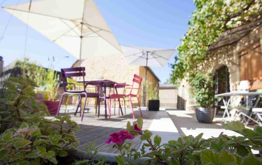 Location de vacances - Chambre d'hôtes à Carsac-Aillac - Salle d'eau et WC séparé chambre Kiwi.