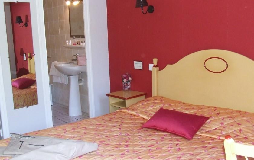 Location de vacances - Hôtel - Auberge à Chagny - Chambre lit 160 et bain