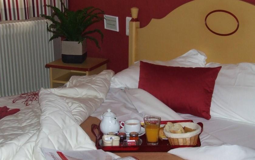 Location de vacances - Hôtel - Auberge à Chagny - Le petit déjeuner en chambre
