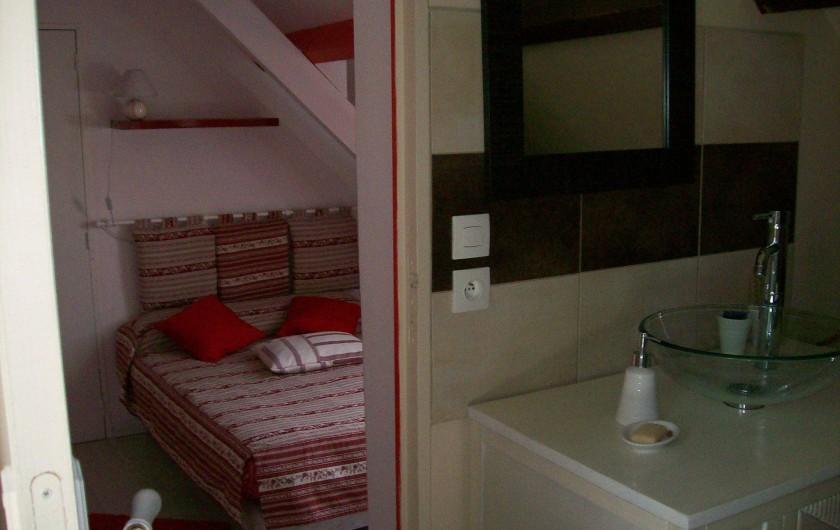 Location de vacances - Gîte à Nonant-le-Pin - salle de bain vers chambre 2