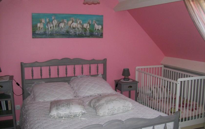 Location de vacances - Gîte à Nonant-le-Pin - Chambre 1 : gris/rose