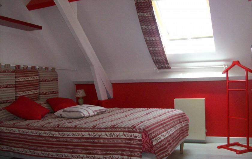 Location de vacances - Gîte à Nonant-le-Pin - Chambre2 : blanc/rouge