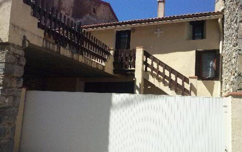 Location de vacances - Villa à Belcaire - Coté façade arrière du gîte sortie garage 2 iéme rue