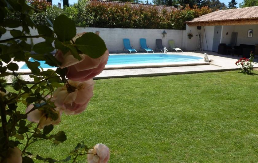Location de vacances - Gîte à Velleron - Piscine et Pool-house