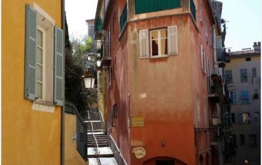 Location de vacances - Studio à Nice - escaliers menant au point de vue du château