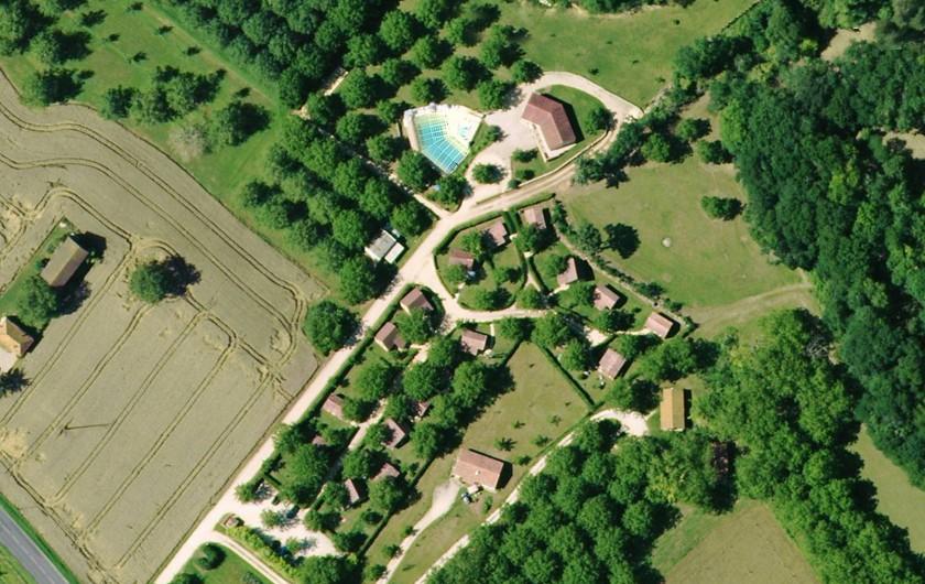 Location de vacances - Chalet à Sarlat-la-Canéda - Le domaine en vue aérienne : calme, campagne à 2km de Saint Cyprien