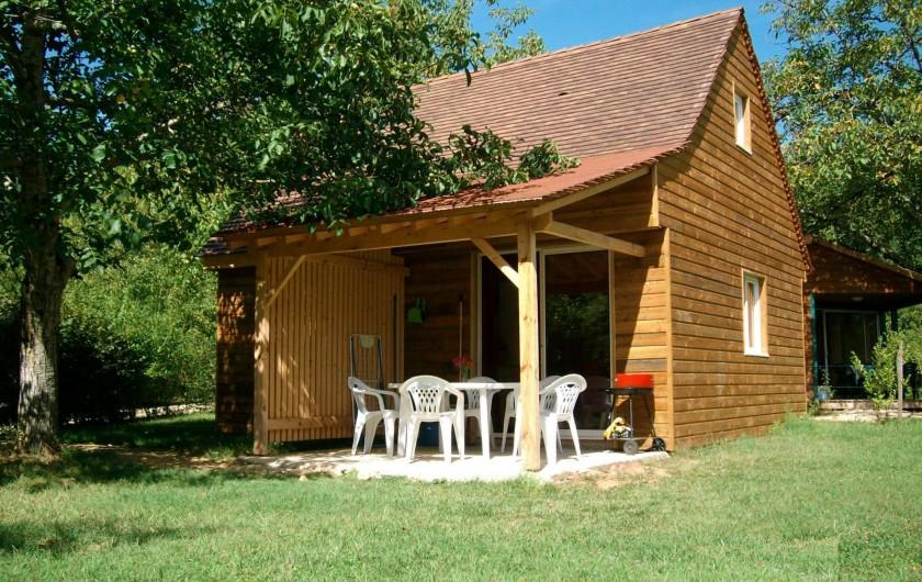Location de vacances - Chalet à Sarlat-la-Canéda - Le chalet Charmille pour 7 personnes - Chaletlanoyeraie , à 10 km de Lascaux